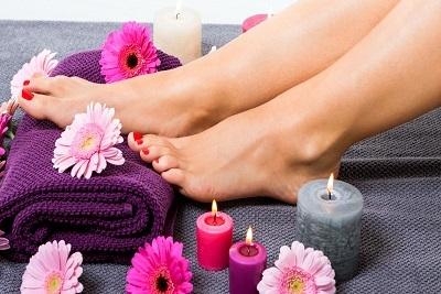 Kozmetički salon Right Beauty: Pedikir - Estetski pedikir sa emulzijom,Spa pedikir + lakiranje noktiju, Estetski pedikir + gel lak
